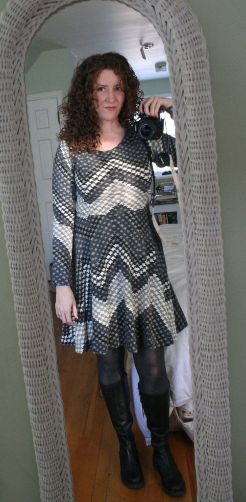 hound tooth print knit dress